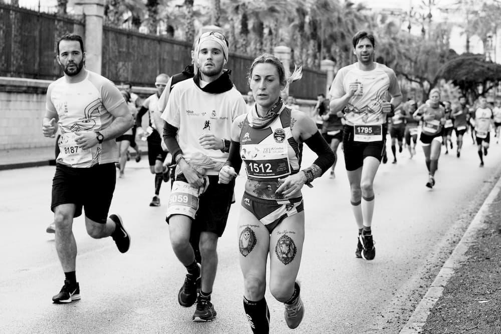 Imagen de varios atletas corriendo una prueba popular en Málaga