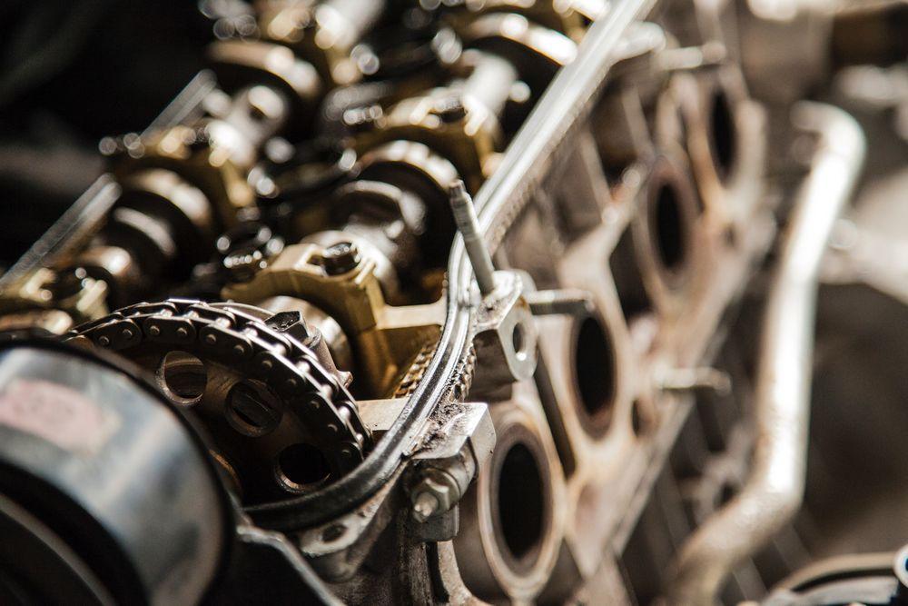 Imagen del bloque motor de un coche al descubierto