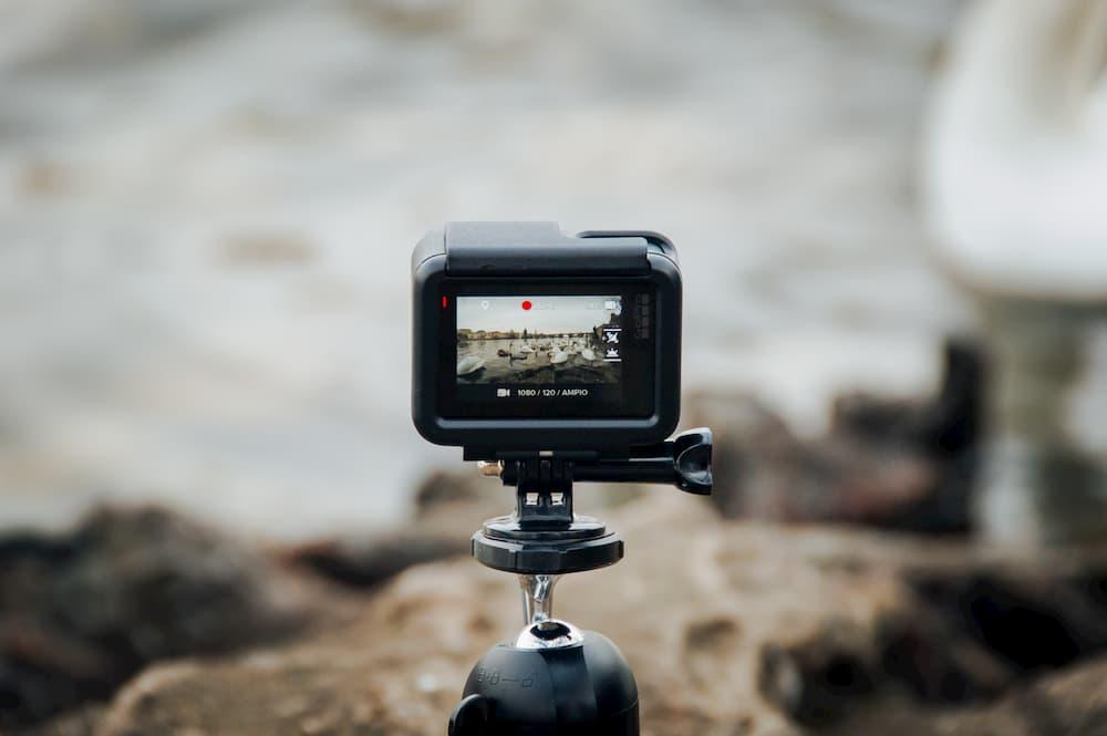 Imagen de una cámara grabando agua en movimiento.