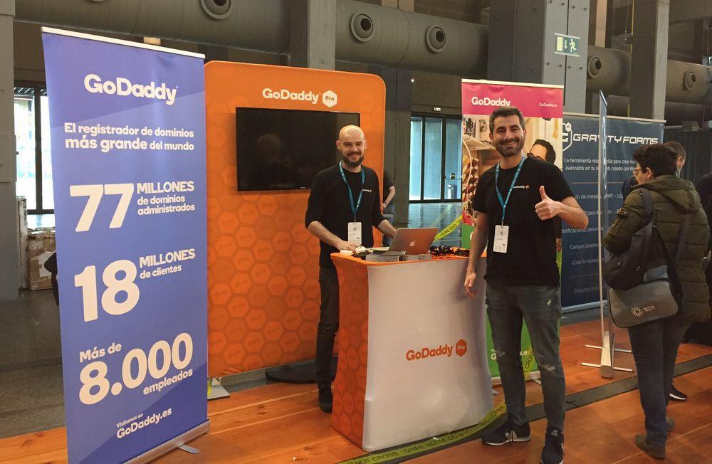 Imagen del equipo de GoDaddy Pro presente en la WordCamp Madrid 2019