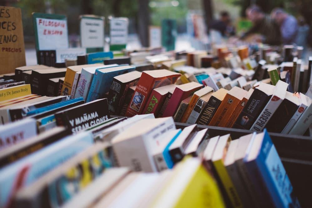 Vender en Facebook es una opción más, pero la venta de libros en mercados abiertos