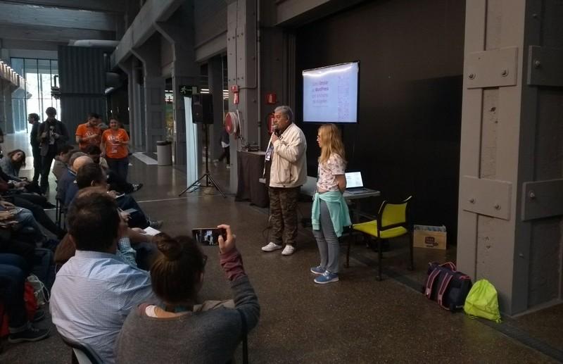 Ponencia de Laura Díaz en la WordCamp Madrid 2018, presentada por Fernando Tellado