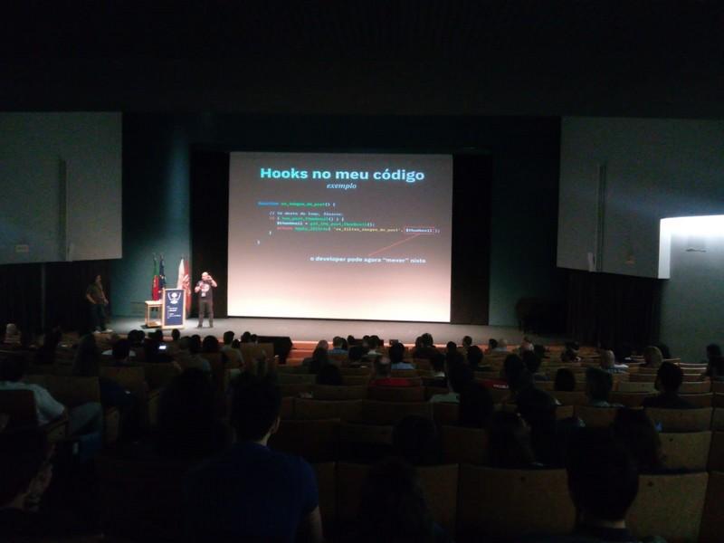 Inicio de ponencia de Zé Fontainhas en la WordCamp Porto 2018