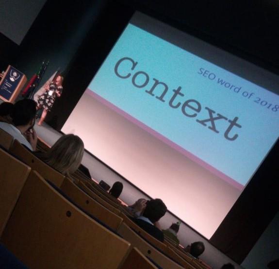 Imagen de la ponencia de Marieke Van de Rakt en la WordCamp Porto 2018